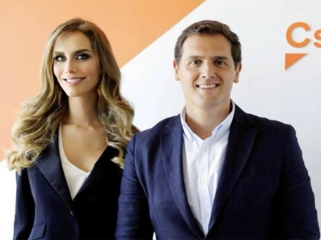 Miss Spanien Ángela Ponce med ledaren för Ciudadanos Albert Rivera. Foto: Instagram