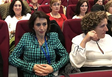 Juana Rivas (till v.) på ett möte. Foto: Montserrat Boix/Wikimedia Commons