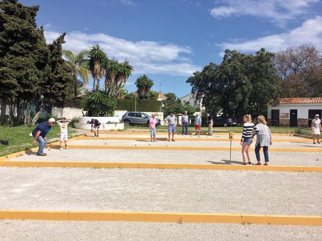 Boule är en en underhållande och social sport för alla åldrar. Varje tisdag och fredag samlas skandinaviska entusiaster i Elviria, öster om Marbella.