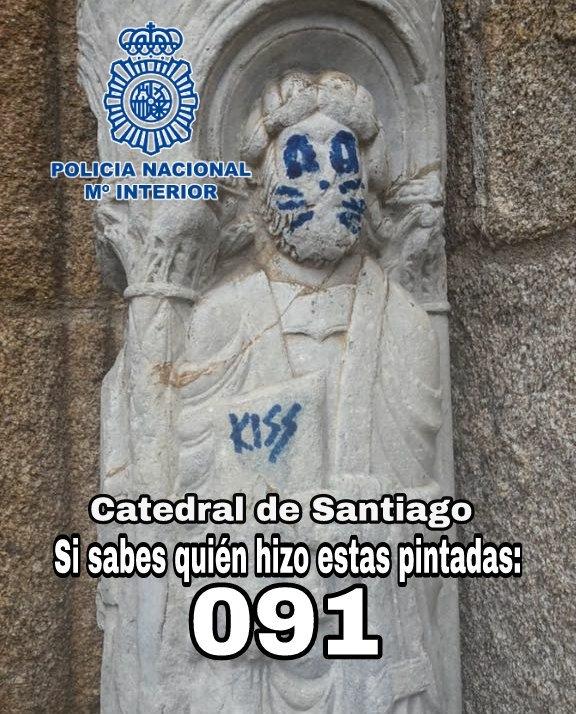Nationalpolisen efterlyser på sociala nätverk tips som kan leda till att spåra den eller de som vandaliserat katedralen i Santiago de Compostela.