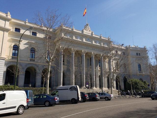 Flaggan på Madridbörsen ser nästan ut att hänga på halv stång och det är inte logiskt att börsen sjunker samtidigt som den spanska ekonomin är starkare än på mycket länge, menar Ruben Larsen på Haga Kapital.