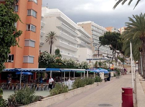 Hotell vid strandpromenaden i Magaluf.