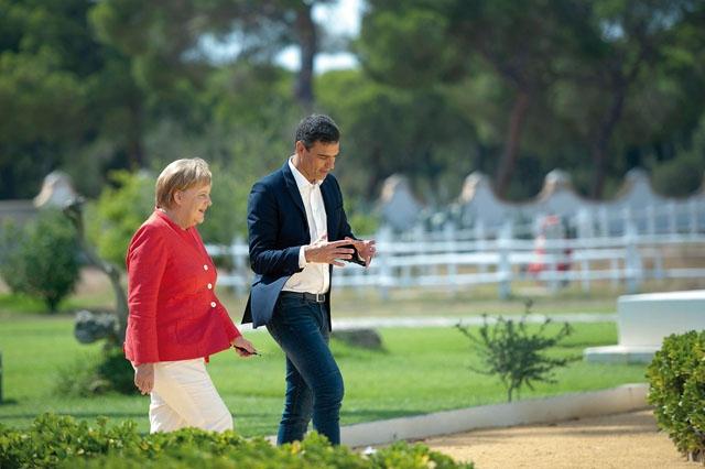Spaniens regeringschef Pedro Sánchez tillbringade en helg i augusti med Tysklands förbundskansler Angela Merkel i Huelva, där de diskuterade flyktingfrågan.