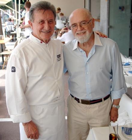 Turistikonen och kolumnisten Rafael de la Fuente (till höger) med Marbellakrögaren Santiago Domínguez.