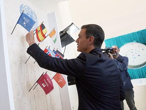 Regeringschefen Pedro Sánchez lyckas hålla flaggan högt.