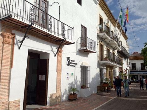 Marbella kommun tillbakavisar skatteverkets anspråk på tolv miljoner euro.
