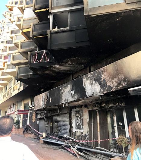 Branden drabbade tre lokaler på bottenplanet och röken sotade ned en stor del av fasaden i lägenhetskomplexet Marbella 2000.