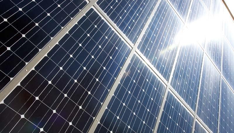 En av flera energireformer är slopandet av skatten för den som alstrar egen energi. Foto:  Mike Baker_flickr