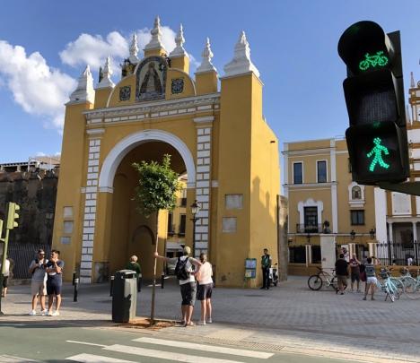 Den gamla stadsporten vid kvarteret Macarena, i Sevilla.