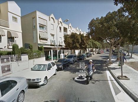 Flickan var inlåst i en parkerad bil på Calle Jamaica. Foto: Google Maps