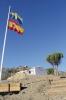 Två flaggor på en och samma stång vittnar om att detta inte är en vanlig andalusisk gård.