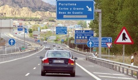 Näringsministern José Luís Ábalos flaggar för avgifter på samtliga motorvägar i Spanien.