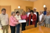 Det första hjälpbidraget överräcktes våren 2016 till handikapporganisationen Fuensocial och var på 5 000 euro. Borgmästaren Ana Mula närvarande i rådhuset i Fuengirola. Foto: AHN