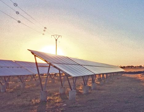 """Den kontroversiella """"solskatten """" infördes 2014 av dåvarande energiministern José Manuel Soria (PP) och var hårt kritiserad från första stund."""