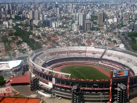 Returmötet i River Plates hemmaarena la Monumental kunde ej spelas på grund av våldsamma sammandrabbningar mellan supportrar. Foto: Elemaki/Wikimedia Commons