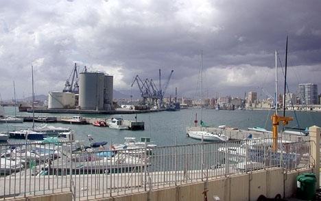 Mottagningsstationen ska uppföras på en plattform vid Malagas hamn.