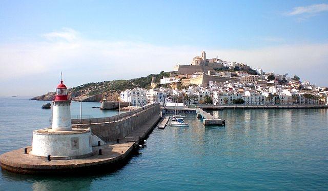 Mannen ertappades på nyårsdagens morgon vid hamnen i Ibiza stad. Foto: https://www.panoramio.com/photo/13190584