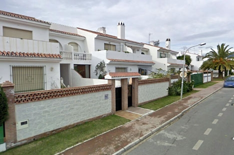 Området Las Petunias ligger öster om San Pedro Alcántara, mellan motorvägen och strandpromenaden. Foto: Google Maps