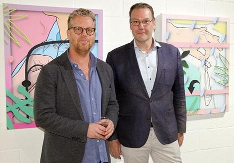 Galleristen Mattias Tönnheim med utställningskuratorn Björn Stern.