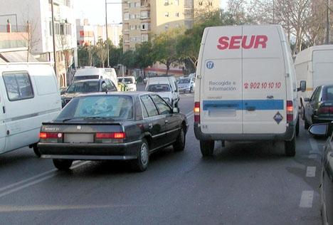 Dubbelparkering är vanligt förekommande i Spanien oh börjar nu accepteras till viss del, senast i Málaga.