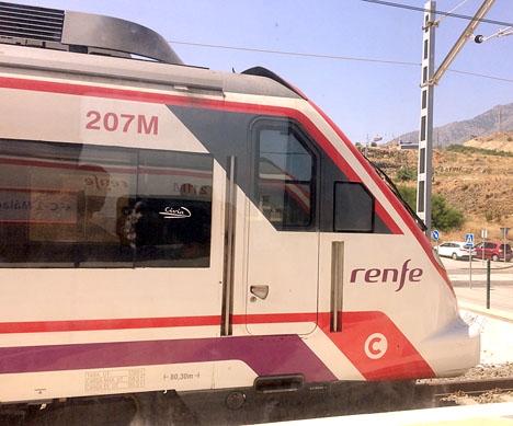 Näringsministern José Luís Ábalos medger att järnvägsnätet i Katalonien saknar investeringar men skyller olyckan på den mänskliga faktorn.
