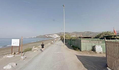 Ett stort antal husbilar håller till vid El Playazo, strax  Foto: Google Maps