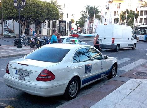 Från och med sommaren måste alla taxiförare i Marbella bära en avtalad uniform.