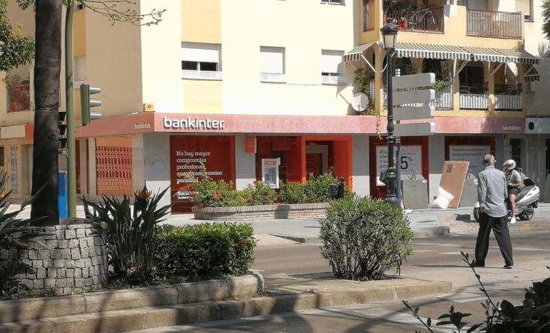 Den så kallade Dalton-ligan ska bland annat ha legat bakom rånet 17 september förra året mot Bankinters kontor centrala Marbella. Foto: Google Maps