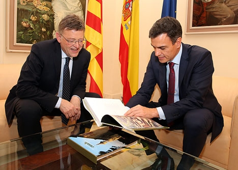 Regionalpresidenten i Valencia Ximo Puig (till vänster) tidigarelägger valet i Valencia med endast fyra veckor för att sammanfalla med riksvalet.