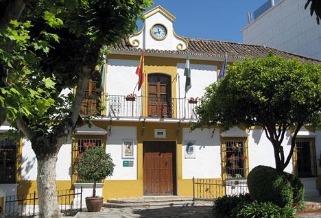 En tyst minut kommer att hållas klockan 18.00 utanför rådhuset i Estepona. Foto: Richard Björkman