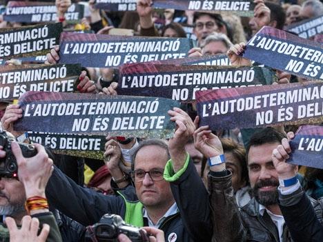 Regionalpresidenten Quim Torra vägrar åtlyda en direkt order från valnämnden och åberopar yttrandefrihet.  Foto: Òmnium Cultural/Wikimedia Commons