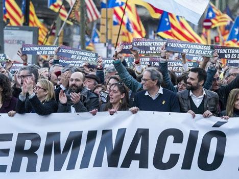 Efter ett otal demonstrationer i Katalonien för självständighet gav sig 16 mars tiotusentals separatister tillkänna i Madrid. Foto: Òmnium Cultutal/Wikimedia Commons ARKIVBILD