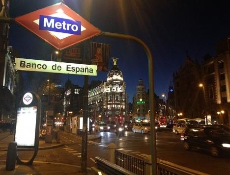 Enligt centralbanken hindrar de ökade sociala anslagen att Spaniens offentliga underskott sjunker.