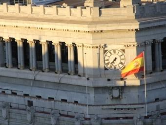 Större delen av Spanien befinner sig i verkligheten i samma tidszon som Portugal och Kanarieöarna.