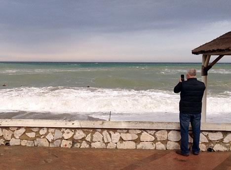 Allmänheten uppmanas att undvika kustbandet. ARKIVBILD