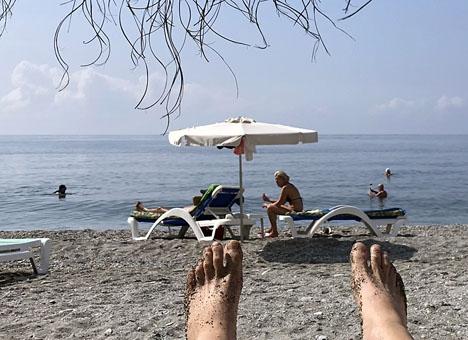 Nudister vid Playa de Cantarriján behöver inte längre klä på sig för att besöka La Barraca.