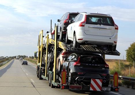 Skärpta miljökrav slår hårt mot fordonsmarknaden.