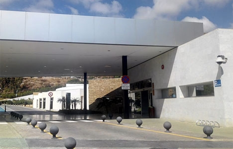 Mannen fick först vård i CARE i Benalmádena och remitterades därifrån till Málaga. Foto: Google Maps