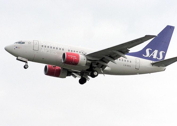 Omkring 70 000 SAS-resenärer drabbas under fredagen och ytterligare 100 000 riskerar inställda flyg till helgen. Foto: Adrian Pingstone/WIkimedia Commons