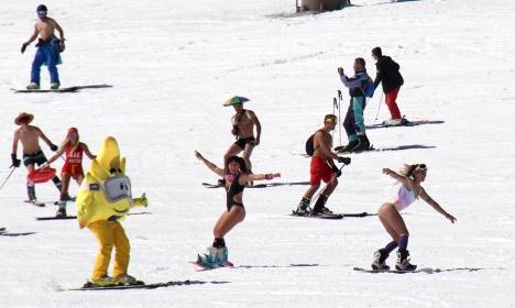 Det var sjunde gången som skidsäsongen i Sierra Nevada avslutades i badkläder. Foto: Cetursa