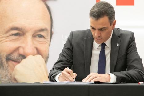Socialistledaren Pedro Sánchez har deltagit i ett flertal hyllningar till sin avlidne företrädare Alfredo Pérez Rubalcaba,