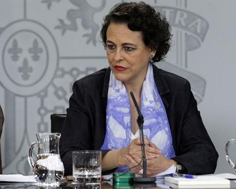 Arbetsmarknadsministern Magdalena Valerio menar att arbetsgivarna borde ha haft registreringssystemen klara i tid.