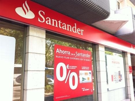 Santander vill skära ned antalet bankkontor i Spanien med omkring 26 procent och personalstyrkan med drygt en tiondel.