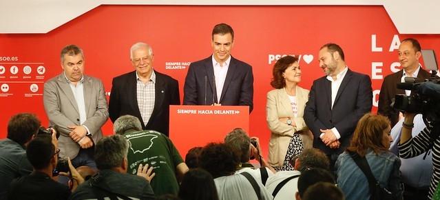 Trots att PSOE vunnit EU-valet överlägset och fått flest mandat i kommunvalet förlorar vänstern flera viktiga fästen.