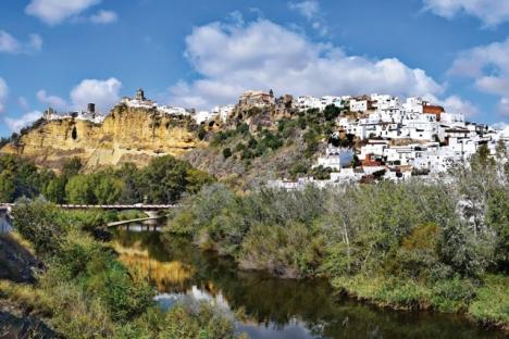 I Arcos de la Frontera finns  två spännande bodegor som  producerar både vita viner, rosé  och rödviner som är värda att prova. Foto: Jocelyn Erskine-Kellie/Wikimedia Commons