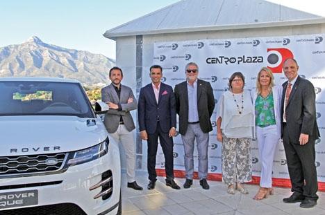 Daniel Merino, säljchef för Jaguar-Land Rover, Carlos García Perujo, ansvarig för Centro Plaza, Jim Broberg, byggföretagare, Danielle Scattolo, direktör för IKEA Málaga, Gunnel Bergman från Gunnel´s Zuecos och kvällens moderator Mats Björkman.