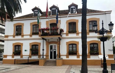 Opción Sampedreña vägrar sitta kvar i kommunstyrelsen om de inte får fortsätta leda kommunfilialen i San Pedro Alcántara.