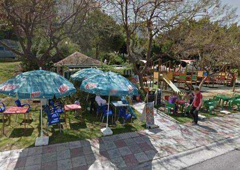 En 35-årig kvinna dödades och ytterligare sex personer skadades i denna park i Torrequebrada. Foto: Google Maps