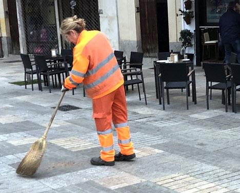 Antalet yrkesverksamma i Spanien var per 1 juni 19,44 miljoner.