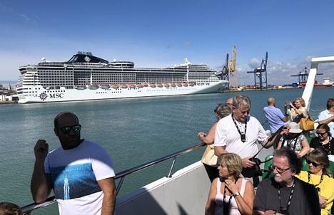 I Spanien släpper kryssningsfartygen ut 50 gånger så mycket svaveloxid i luften som fordonstrafiken.